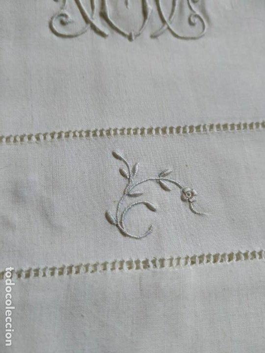 Antigüedades: Antiguo juego de 2 sábanas de hilo con bordados y 4 fundas de almohada. Principios s. XX. 210 x 270 - Foto 12 - 267790984