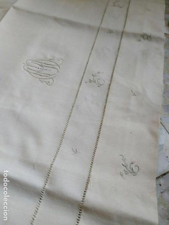 Antigüedades: Antiguo juego de 2 sábanas de hilo con bordados y 4 fundas de almohada. Principios s. XX. 210 x 270 - Foto 14 - 267790984