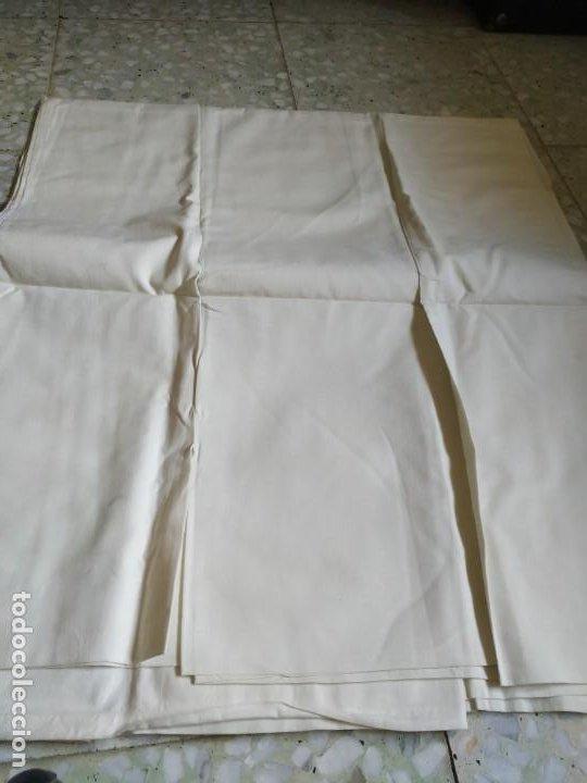 Antigüedades: Antiguo juego de 2 sábanas de hilo con bordados y 4 fundas de almohada. Principios s. XX. 210 x 270 - Foto 20 - 267790984
