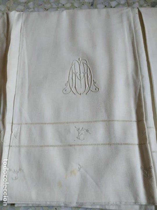 Antigüedades: Antiguo juego de 2 sábanas de hilo con bordados y 4 fundas de almohada. Principios s. XX. 210 x 270 - Foto 22 - 267790984