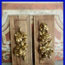 Antigüedades: PAREJA DE CUADROS DE FLORES ANTIGUAS TALLA SOBRE MADERA. Lote 267859059