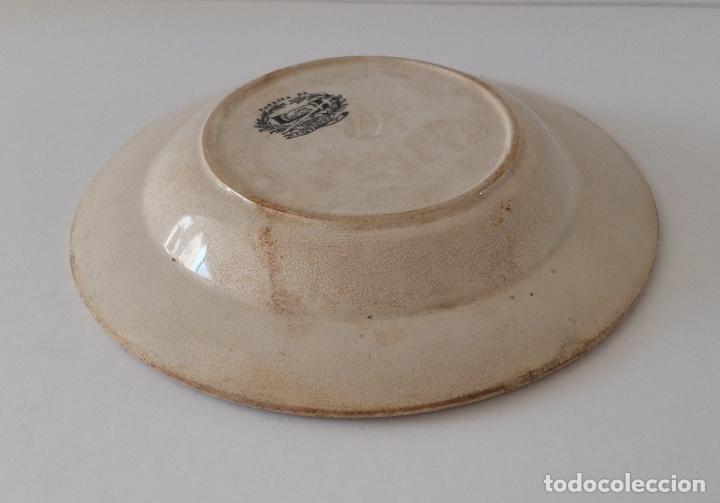 Antigüedades: PLATO HONDO DE CERÁMICA LA AMISTAD CARTAGENA, ESCENAS DE CAZA EN ÁFRICA: LEONES, PALMERAS. SIGLO XIX - Foto 6 - 267873269
