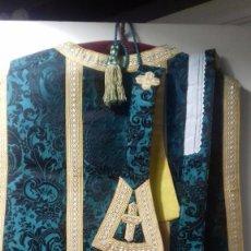 Antigüedades: CASULLA DE SEDA. SIGLO XIX. DE ORATORIO VIVIENDA PARTICULAR. CON SUS COMPLEMENTOS. Lote 267895809