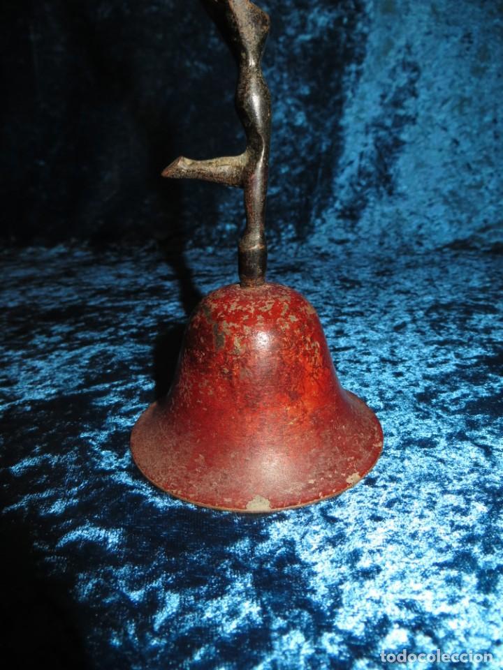 Antigüedades: Antigua campana antropomorfa roja cuerpo de mujer bailarina hierro diseño - Foto 15 - 268040089