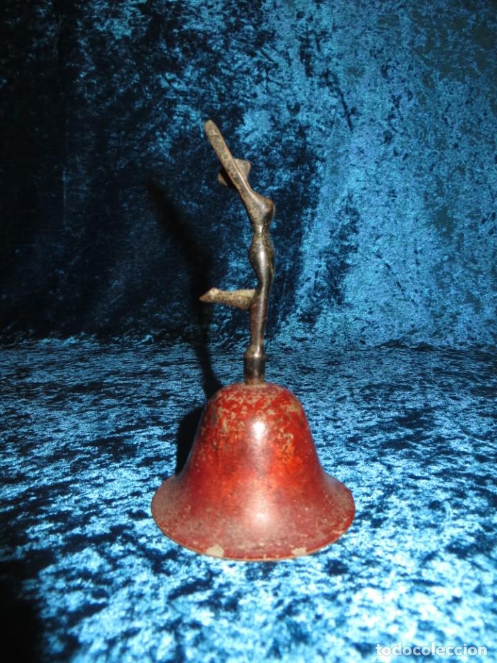 Antigüedades: Antigua campana antropomorfa roja cuerpo de mujer bailarina hierro diseño - Foto 19 - 268040089