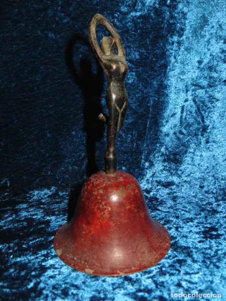 Antigüedades: Antigua campana antropomorfa roja cuerpo de mujer bailarina hierro diseño - Foto 21 - 268040089