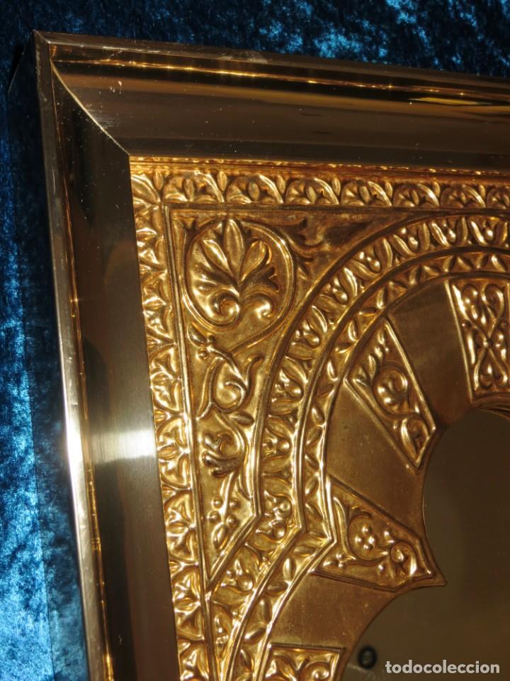 Antigüedades: Antiguo espejo árabe arcos trébol trilobulado dorado metal repujado Mezquita Córdoba - Foto 2 - 268040494