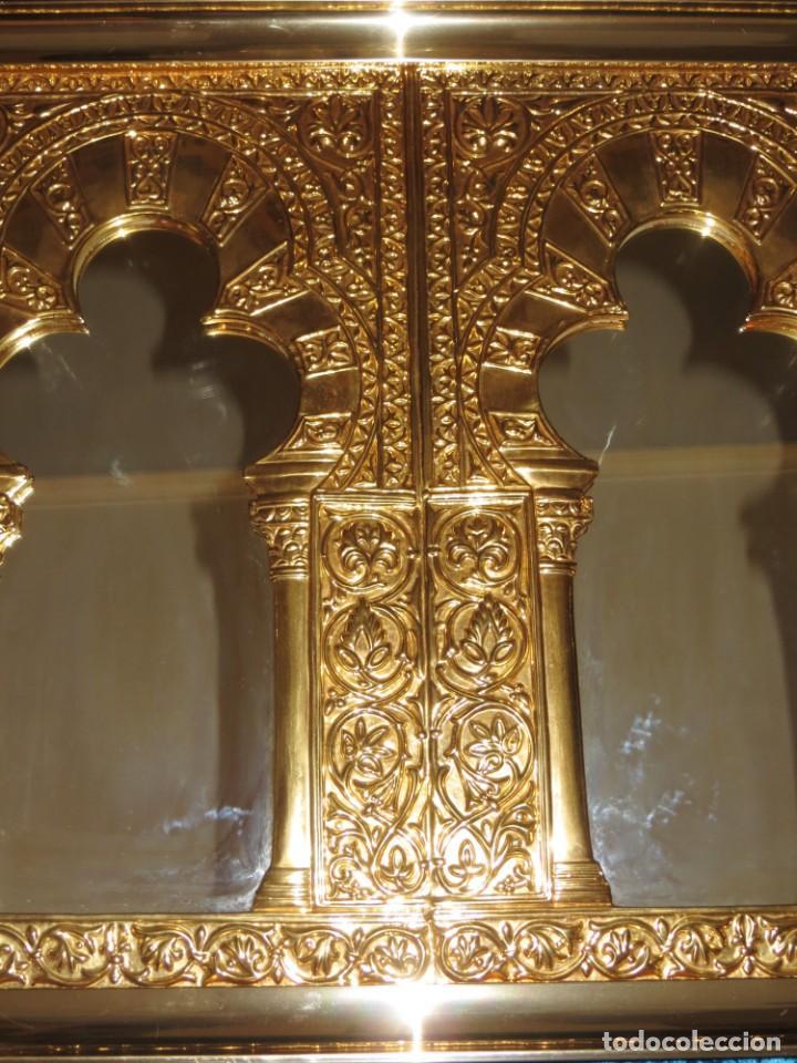 Antigüedades: Antiguo espejo árabe arcos trébol trilobulado dorado metal repujado Mezquita Córdoba - Foto 3 - 268040494