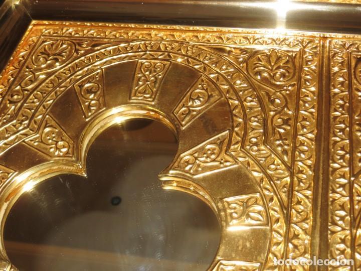 Antigüedades: Antiguo espejo árabe arcos trébol trilobulado dorado metal repujado Mezquita Córdoba - Foto 4 - 268040494