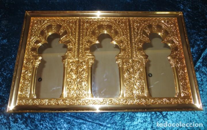 Antigüedades: Antiguo espejo árabe arcos trébol trilobulado dorado metal repujado Mezquita Córdoba - Foto 5 - 268040494