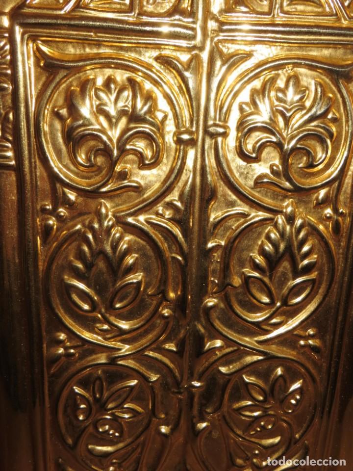 Antigüedades: Antiguo espejo árabe arcos trébol trilobulado dorado metal repujado Mezquita Córdoba - Foto 7 - 268040494