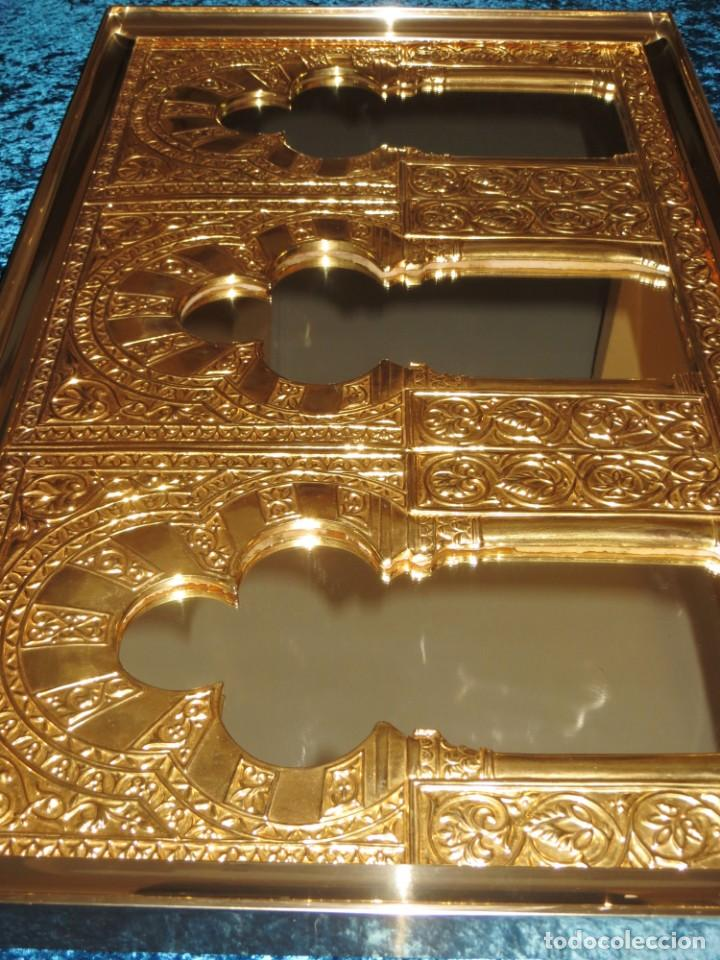 Antigüedades: Antiguo espejo árabe arcos trébol trilobulado dorado metal repujado Mezquita Córdoba - Foto 9 - 268040494