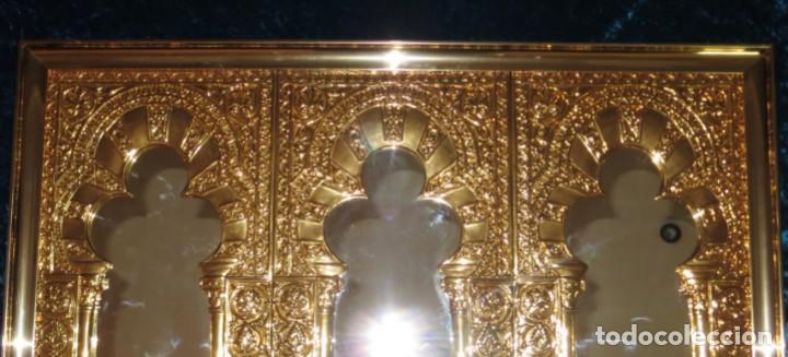 Antigüedades: Antiguo espejo árabe arcos trébol trilobulado dorado metal repujado Mezquita Córdoba - Foto 10 - 268040494