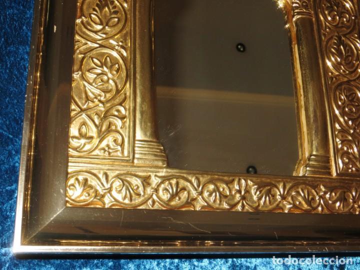 Antigüedades: Antiguo espejo árabe arcos trébol trilobulado dorado metal repujado Mezquita Córdoba - Foto 13 - 268040494