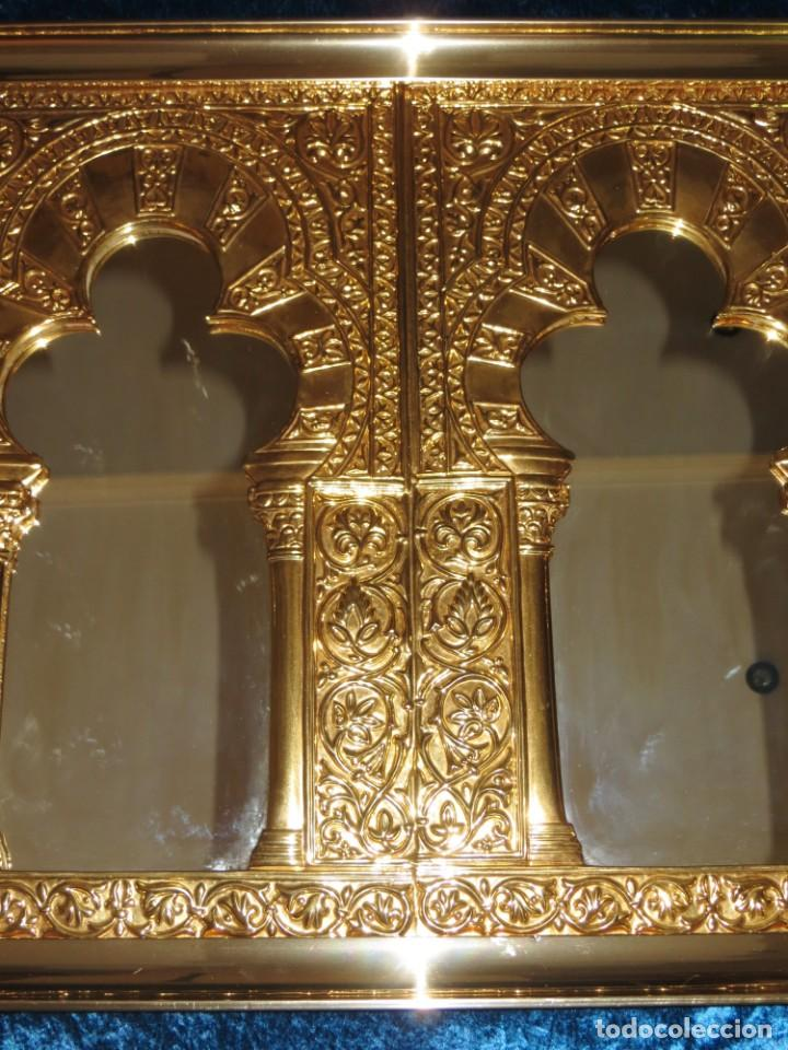 Antigüedades: Antiguo espejo árabe arcos trébol trilobulado dorado metal repujado Mezquita Córdoba - Foto 15 - 268040494