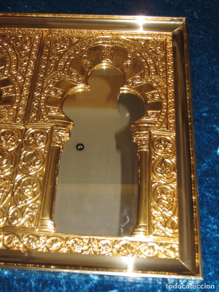Antigüedades: Antiguo espejo árabe arcos trébol trilobulado dorado metal repujado Mezquita Córdoba - Foto 16 - 268040494