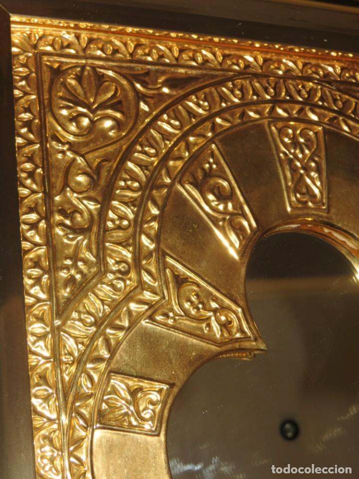 Antigüedades: Antiguo espejo árabe arcos trébol trilobulado dorado metal repujado Mezquita Córdoba - Foto 36 - 268040494
