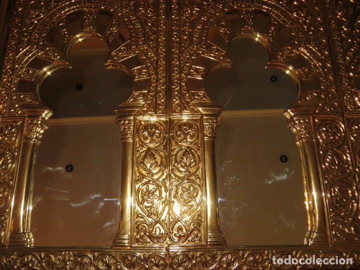 Antigüedades: Antiguo espejo árabe arcos trébol trilobulado dorado metal repujado Mezquita Córdoba - Foto 38 - 268040494