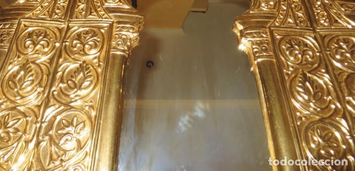 Antigüedades: Antiguo espejo árabe arcos trébol trilobulado dorado metal repujado Mezquita Córdoba - Foto 43 - 268040494