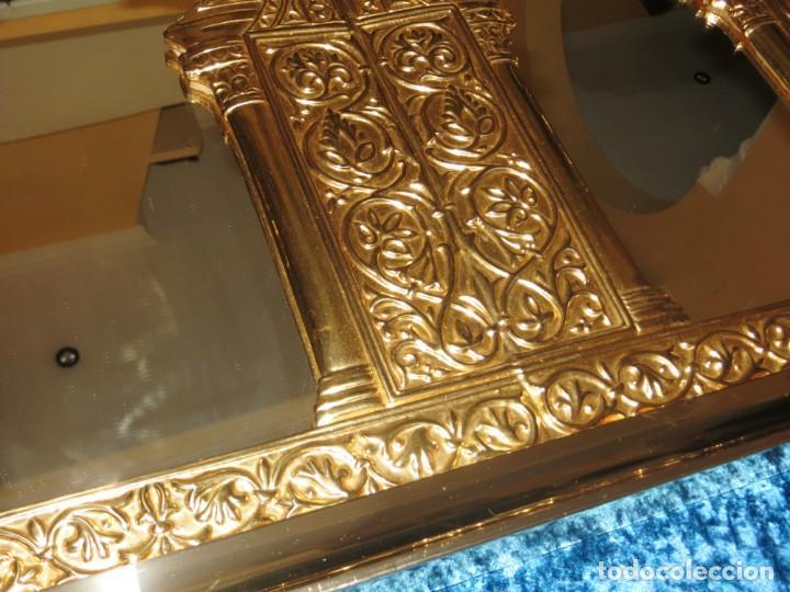 Antigüedades: Antiguo espejo árabe arcos trébol trilobulado dorado metal repujado Mezquita Córdoba - Foto 46 - 268040494