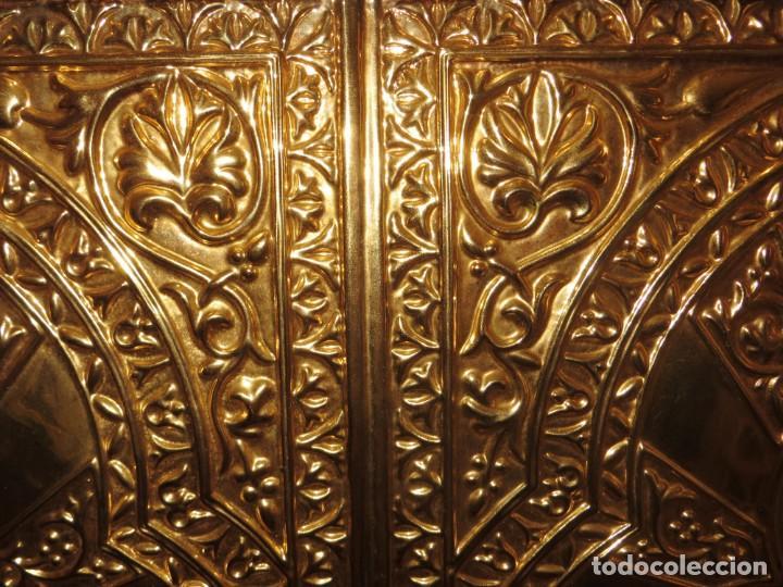 Antigüedades: Antiguo espejo árabe arcos trébol trilobulado dorado metal repujado Mezquita Córdoba - Foto 55 - 268040494
