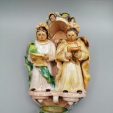 Antigüedades: BENDITERA CERÁMICA ESMALTADA MODELADA Y PINTADA A MANO. Lote 268126584