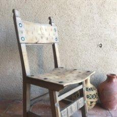 Antigüedades: SILLA ANTIGUA DE MADERA - ESTILO CASTELLANO - CLAVOS DE HIERRO ORIGINALES. Lote 268134484