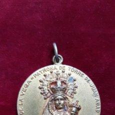 Antigüedades: GRAN MEDALLA NUESTRA SEÑORA DE LA VEGA TORRE DE JUAN ABAD CIUDAD REAL. Lote 268287099