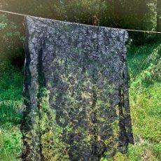 Antigüedades: ESPECTACULAR MANTON O MANTILLA DE BLONDA O ENCAJE. MIDE UNOS 170X65 CMS. Lote 268295459