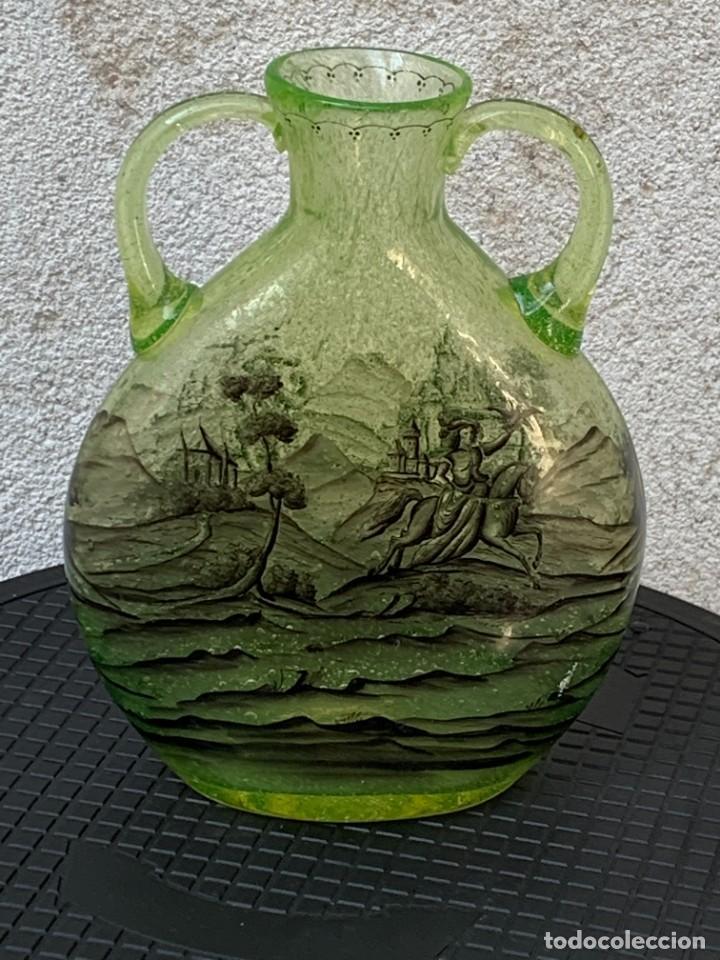 JARRON VIDRIO VERDE URALINO SOPLADO PINTADO MANO GRISALLA PAISAJE CAZA CETRERIA HALCON 25X19X9CMS (Antigüedades - Cristal y Vidrio - Catalán)