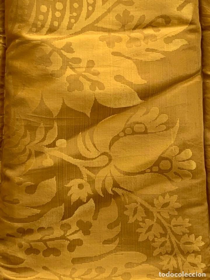 Antigüedades: PAÑO SEDA ADAMASCADA DORADA AMARILLA CUADRADA PPIO S XX 97X105CMS - Foto 4 - 268438959