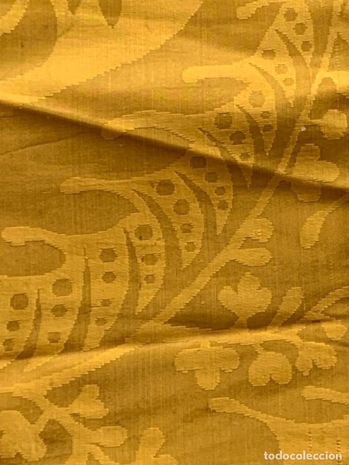 Antigüedades: PAÑO SEDA ADAMASCADA DORADA AMARILLA CUADRADA PPIO S XX 97X105CMS - Foto 11 - 268438959