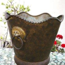 Antigüedades: MACETERO FLORERO CON ASAS BRONCE LATÓN, 30X27CM.. Lote 268439204