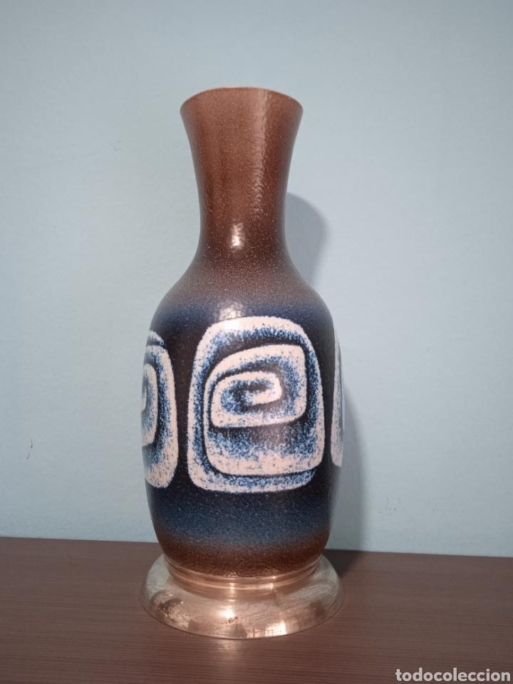GRAN JARRON DE CERÁMICA SERRA CON BASE DE PLATA (Antigüedades - Hogar y Decoración - Jarrones Antiguos)