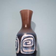 Antigüedades: GRAN JARRON DE CERÁMICA SERRA CON BASE DE PLATA. Lote 268471379