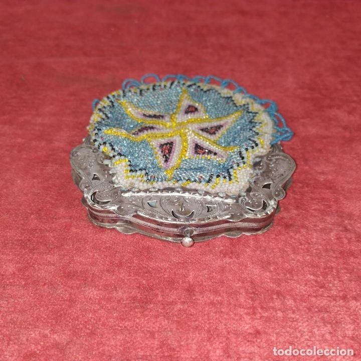 Antigüedades: MONEDERO DE DAMA. PLATA CINCELADA Y PERLAS DE CRISTAL. PAISES BAJOS. FIN SIGLO XIX - Foto 4 - 268608414