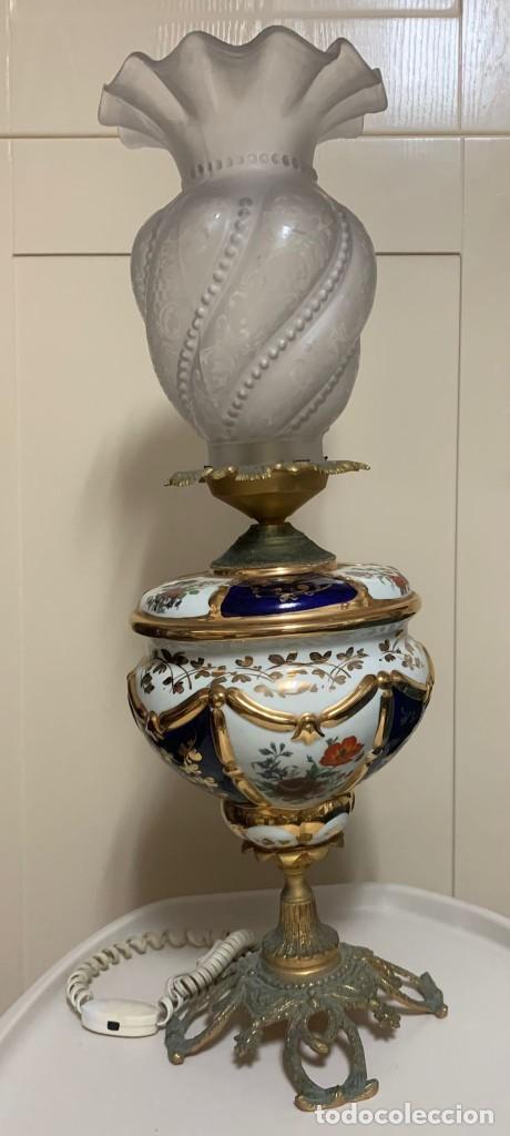 LÁMPARA ANTIGUA PORCELANA Y METAL (Antigüedades - Porcelanas y Cerámicas - Otras)