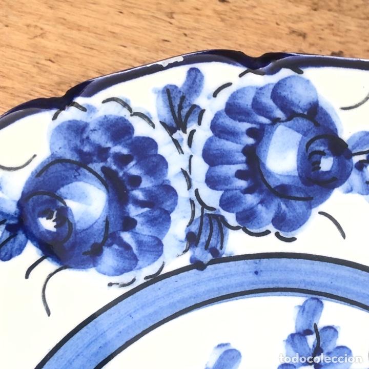 Antigüedades: PLATO DECORATIVO DE CERÁMICA PINTADO A MANO .DIÁMETRO 23,5 cm - Foto 3 - 268616809