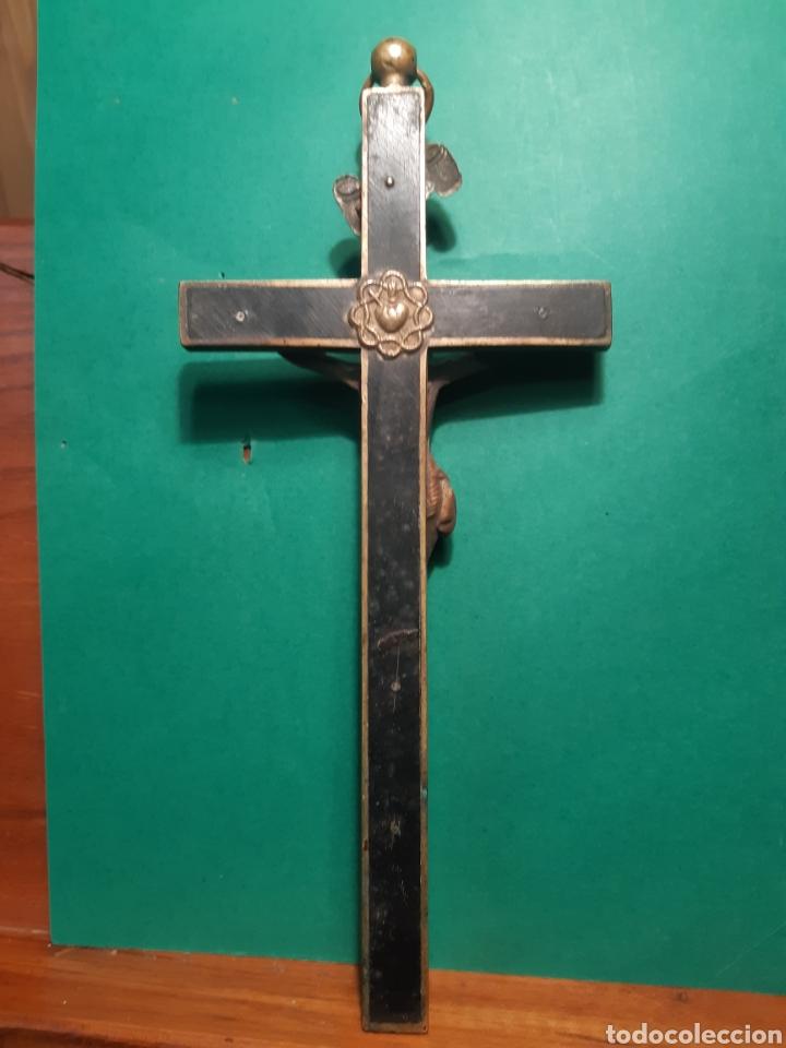 Antigüedades: Antiguo crucifijo de bronce y madera del XVIII - XIX VER FOTOS - Foto 2 - 268744669
