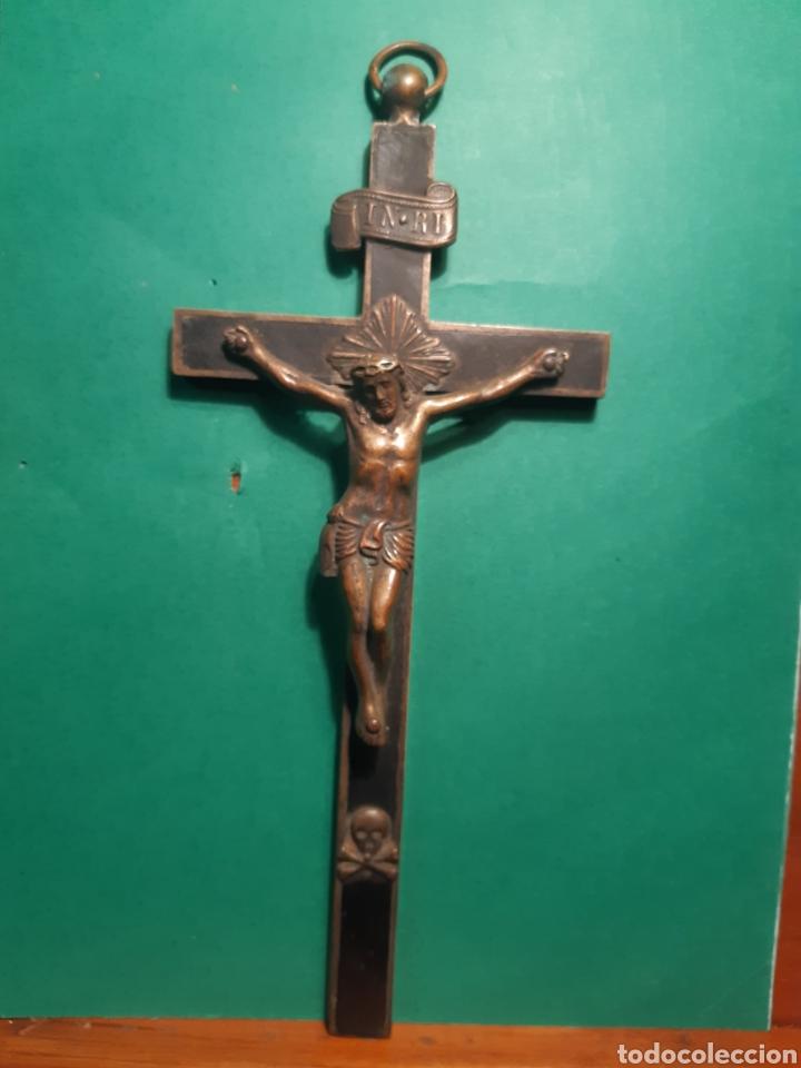 ANTIGUO CRUCIFIJO DE BRONCE Y MADERA DEL XVIII - XIX VER FOTOS (Antigüedades - Religiosas - Crucifijos Antiguos)
