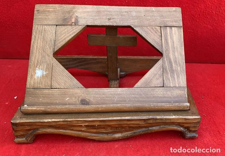 ATRIL EN MADERA PARA BIBLIA DE 34 X 26 CMS. PLEGABLE MUY BONITO (Antigüedades - Hogar y Decoración - Otros)
