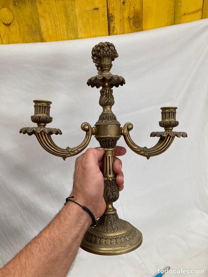 ANTIGUO Y PESADO CANDELABRO DE BRONCE! (Antigüedades - Iluminación - Candelabros Antiguos)