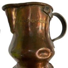 Antigüedades: ANTIQUÍSIMA JARRA DE COBRE,S.XIX, NOMBRE GRABADO DE FRANCISCA SAUQUE, PRECIOSA Y ÚNICA, DE COLECCIÓN. Lote 268779734