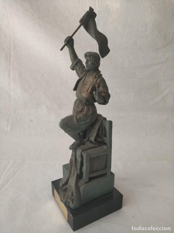 Antigüedades: Bonita figura Falla Llibertat - Teodoro Llorente al seu Faller dHonor Burjassot año 2001 - Foto 2 - 268814424