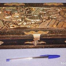 Antigüedades: ANTIGUO PEQUEÑO COFRE DE MADERA CON DECORACION DEL QUIJOTE Y SANCHO PANZA EN RELIEVE EN METAL. Lote 268822794