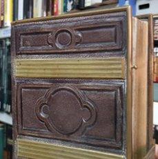 Antigüedades: ALBUM PORTAFOTOS DE EPOCA CON CIERRES METALICOS PIEL 16X12. Lote 268831379