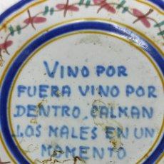 Antigüedades: PEQUEÑO PLATITO, MUY ANTIGUO DEMOSTRANDO LAS BONDADES DEL VINO.. Lote 268836074