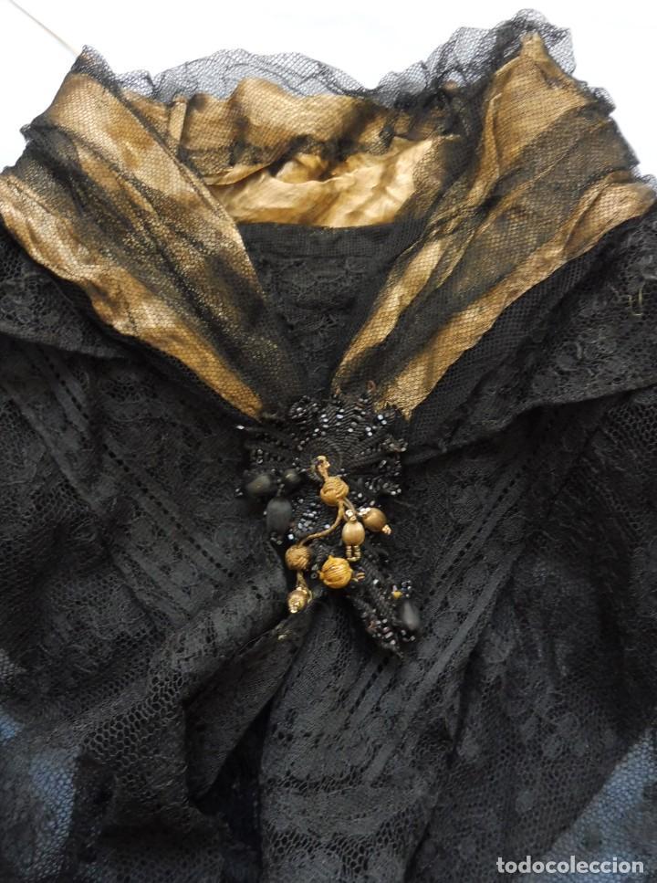 ANTIGUA CAPA - MANTÓN DE ENCAJE CHANTILLY PPIO.S.XX - S.XIX (Antigüedades - Moda - Mantones Antiguos)