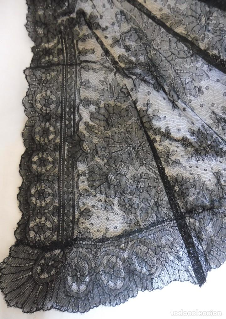 Antigüedades: ANTIGUA CAPA - MANTÓN DE ENCAJE CHANTILLY PPIO.S.XX - S.XIX - Foto 4 - 268847619