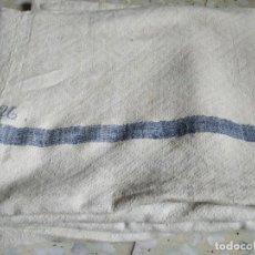 Antigüedades: MUY ANTIGUO MANTEL LÍNEAS AZULES. INICIALES BORDADAS. MEDIDAS 130 X 192 CM. Lote 268877254